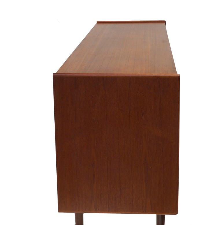 Unknown Danish Mid-Century Modern Teak Dresser Buffet Sideboard Manner of Arne Vodder For Sale