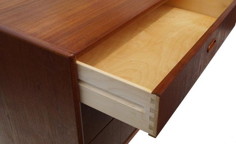 Danish Mid-Century Modern Teak Dresser Buffet Sideboard Manner of Arne Vodder In Good Condition For Sale In Wayne, NJ