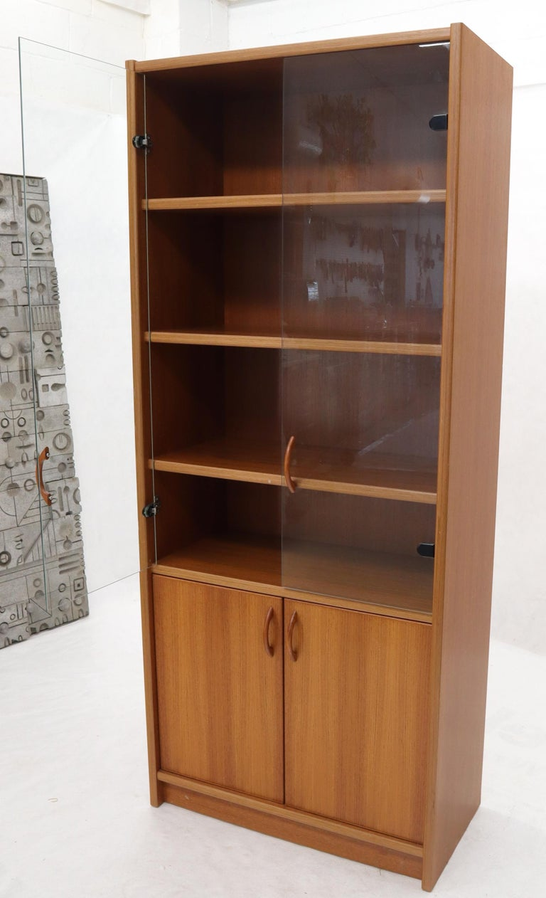Danish Mid-Century Modern Teak Wall Unit with Glass Doors Bottom Compartments In Excellent Condition For Sale In Rockaway, NJ