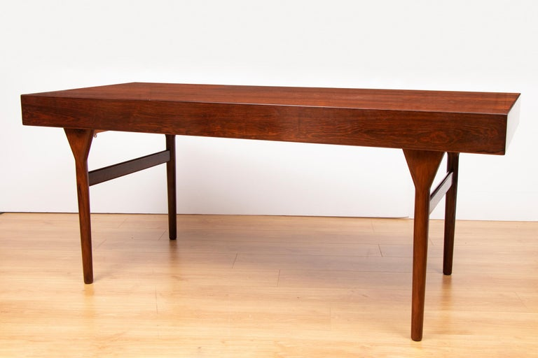 Very elegant Nanna Ditzel rosewood desk designed in the 1960s and manufactured by Soren Willadsen Mobelfabrik in Denmark. Rare timeless piece with four drawers standing on slender legs.