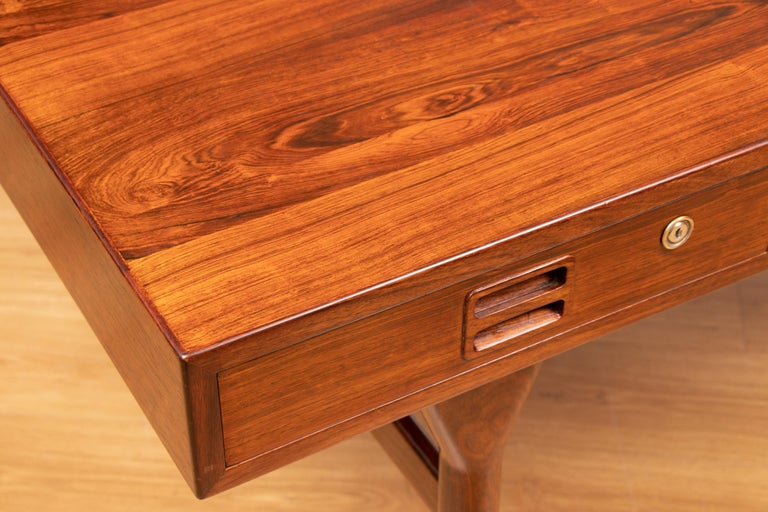 Danish Midcentury Rosewood Desk by Nanna Ditzel In Good Condition For Sale In Surbiton, GB