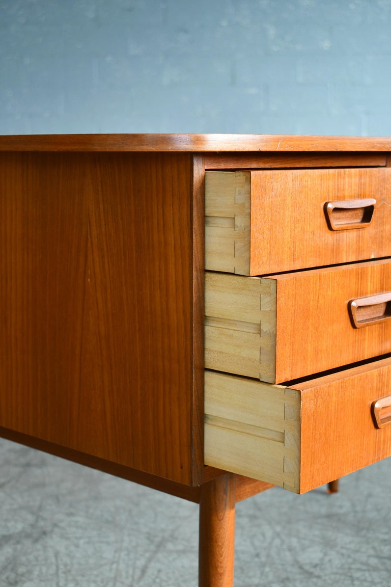 Danish Midcentury Kidney Shaped Kai Kristiansen Style Teak Writing Desk For Sale 2