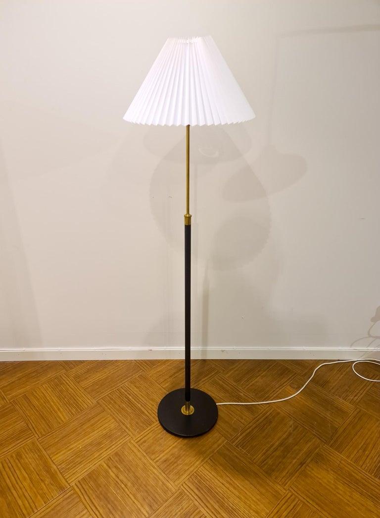 Danish Midcentury Le Klint Floor Lamp No 351 Designed by Aage Petersen, Denmark In Good Condition For Sale In Langserud, SE