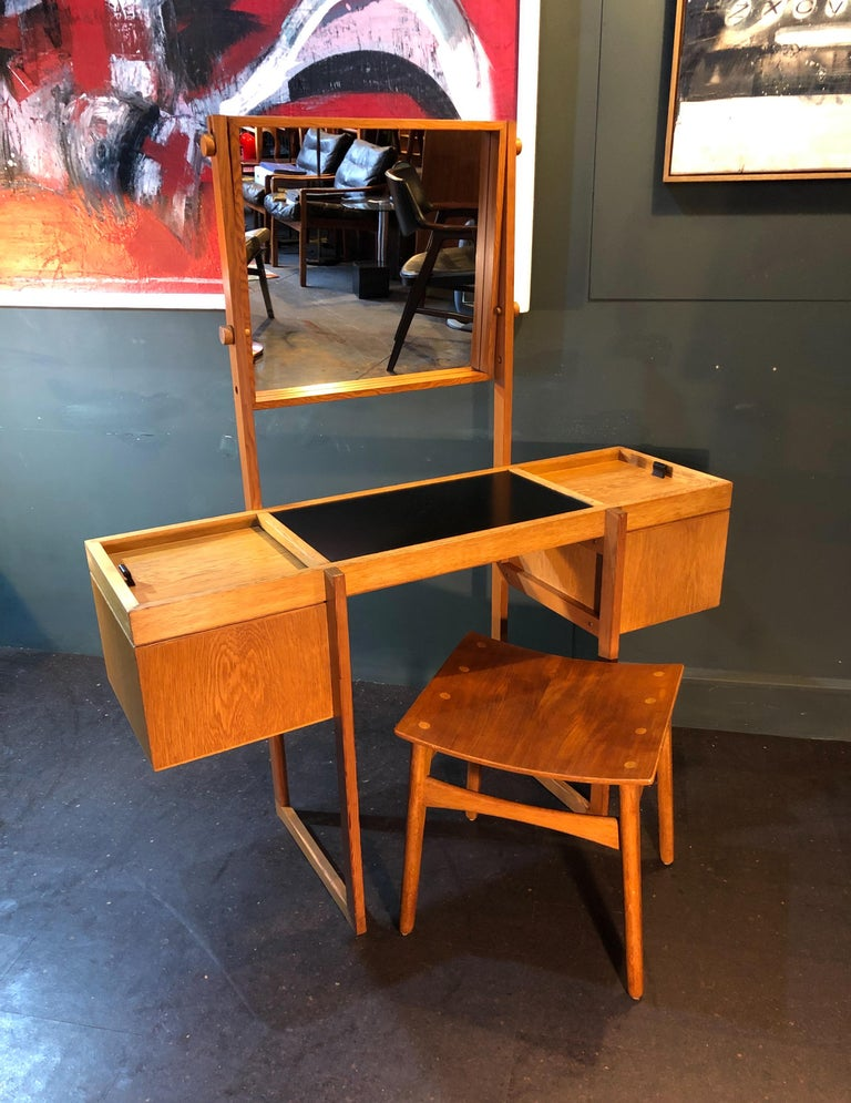 Danish Mid-Century Modernist Vanity Unit, Oak For Sale 7