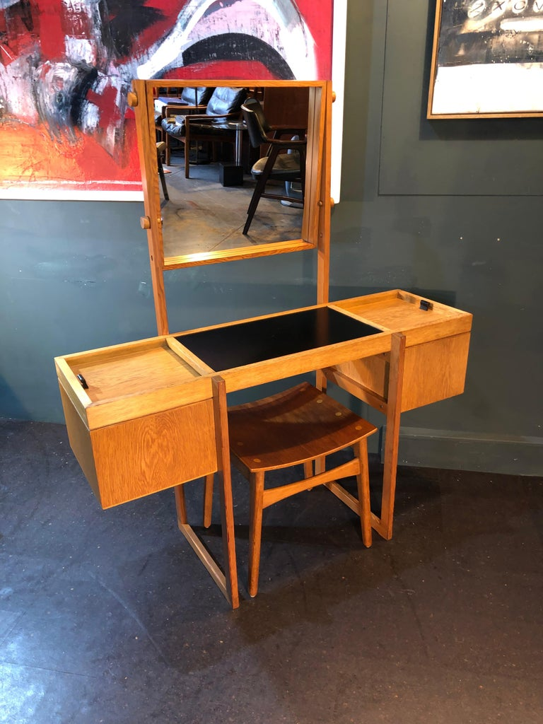 Fabulous Danish Mid-Century Modernist dressing table or vanity unit produced in Denmark, circa 1960. Perfect Scandinavian modernism in a highly unusual design and execution. Solid oak with Douglas fir construction with leather pull handles, black