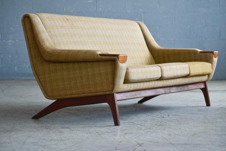 Danish Midcentury Sofa in Wool and Teak by Erhardsen and Erlandsen for Eran In Good Condition For Sale In Bridgeport, CT