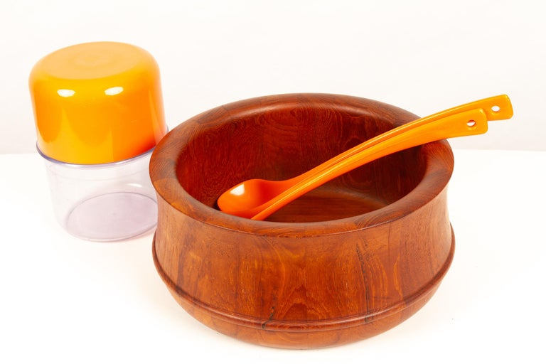 Danish Midcentury Teak Bowl by Nissen, 1960s In Good Condition For Sale In Nibe, Nordjylland