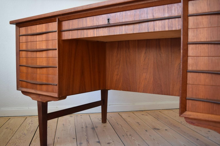Danish Midcentury Teak Executive Desk, 1960s For Sale 1