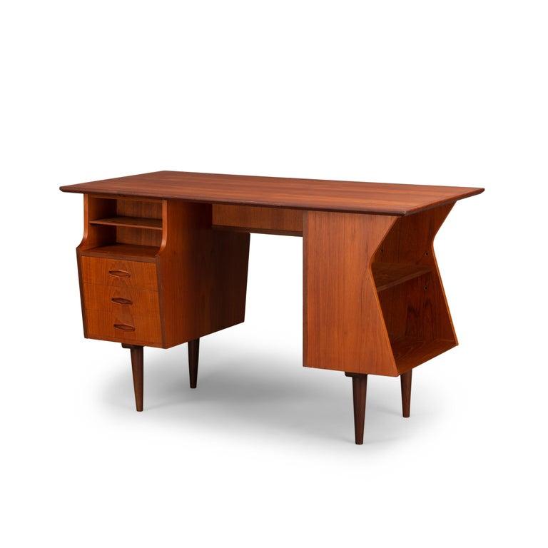Danish Midcentury Teak Freestanding Desk, 1960s In Good Condition For Sale In Teteringen, Noord-Brabant
