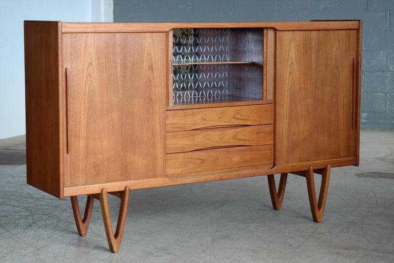 Danish Midcentury Teak Sideboard Built in Rosewood Bar Sculptural Legs For Sale 4