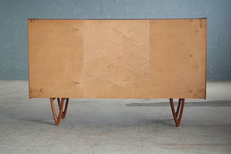 Danish Midcentury Teak Sideboard Built in Rosewood Bar Sculptural Legs For Sale 6