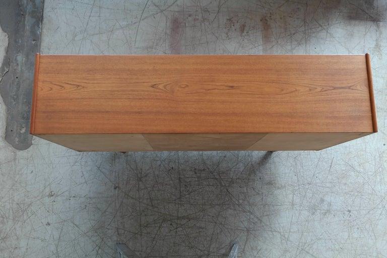 Danish Midcentury Teak Sideboard Built in Rosewood Bar Sculptural Legs For Sale 7