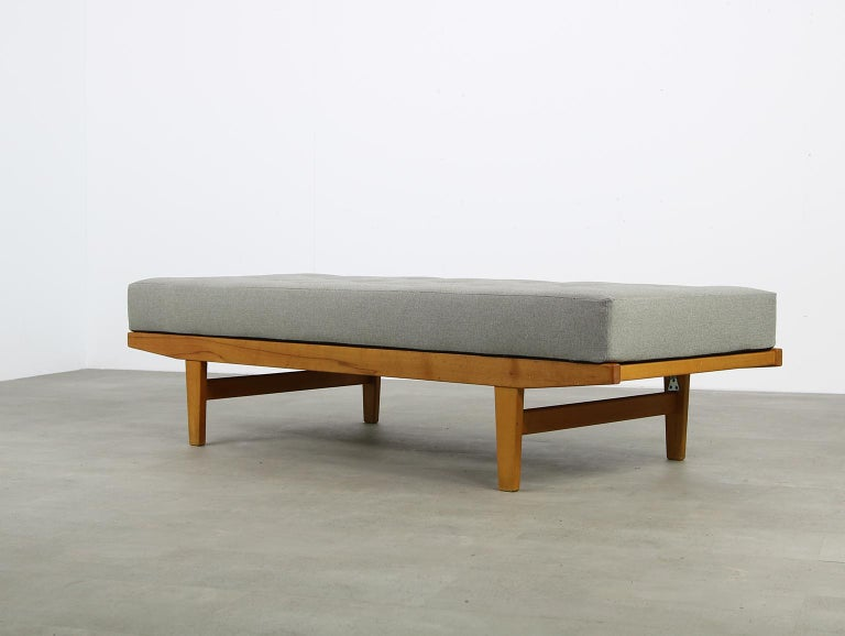 Danish Modern 1960s Poul M. Volther Beechwood Daybed Mod. H9 by FDB Mobler, Sofa For Sale 1