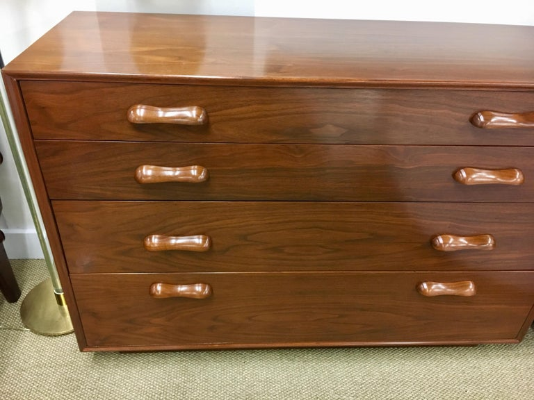Danish Modern Bedroom Dresser Chest of Drawers In Excellent Condition For Sale In West Hartford, CT