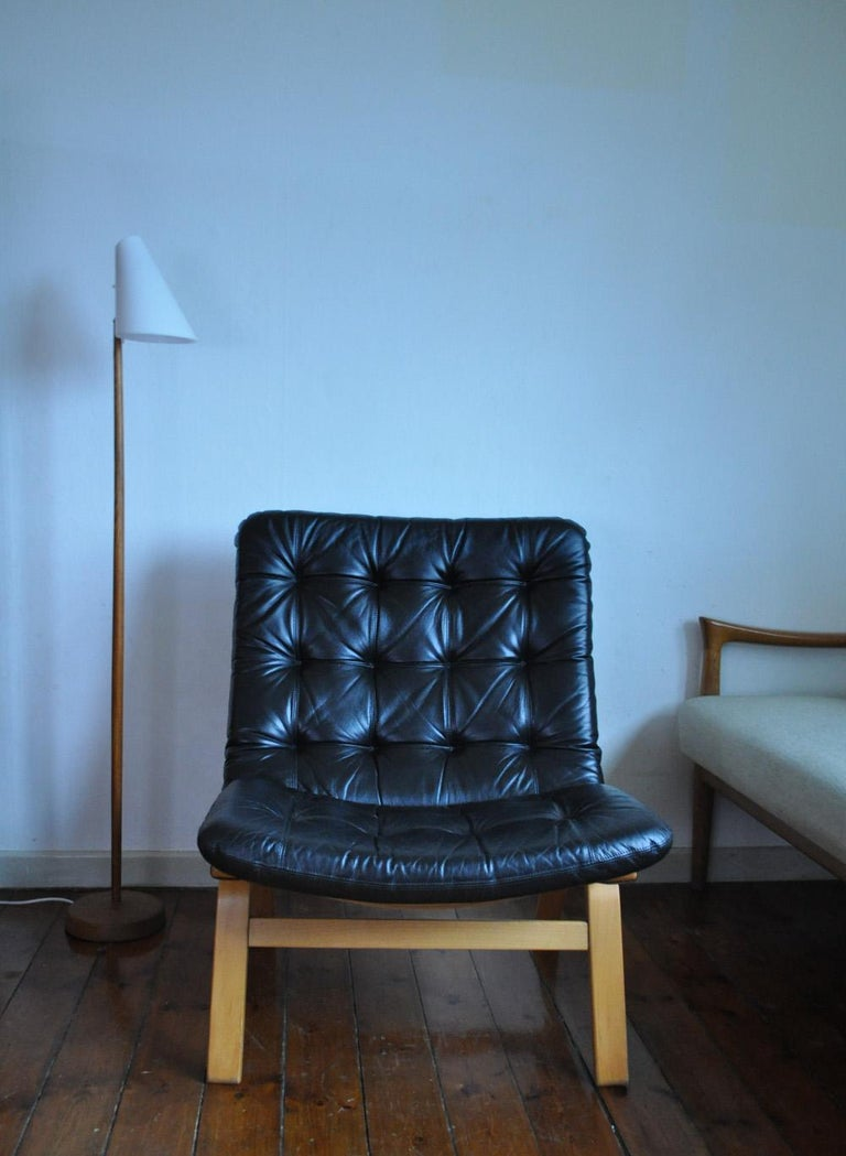 20th Century Danish Modern Black Leather Lounge Chair For Sale