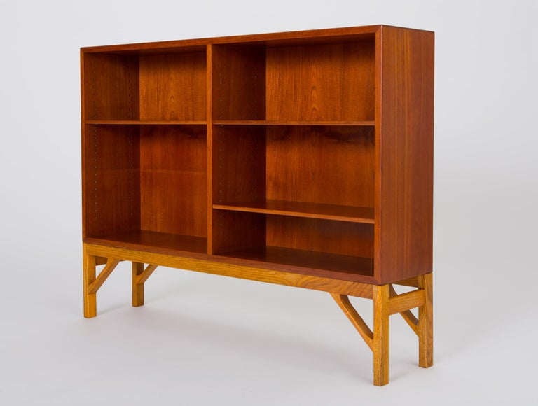 A modest yet exceptionally functional bookcase designed in the 1940s by Børge Mogensen for FDB Møbler and produced in cooperation with C.M. Madsens, a cabinetmaker based in Haarby, Denmark. The case and adjustable shelves are bright teak wood, and