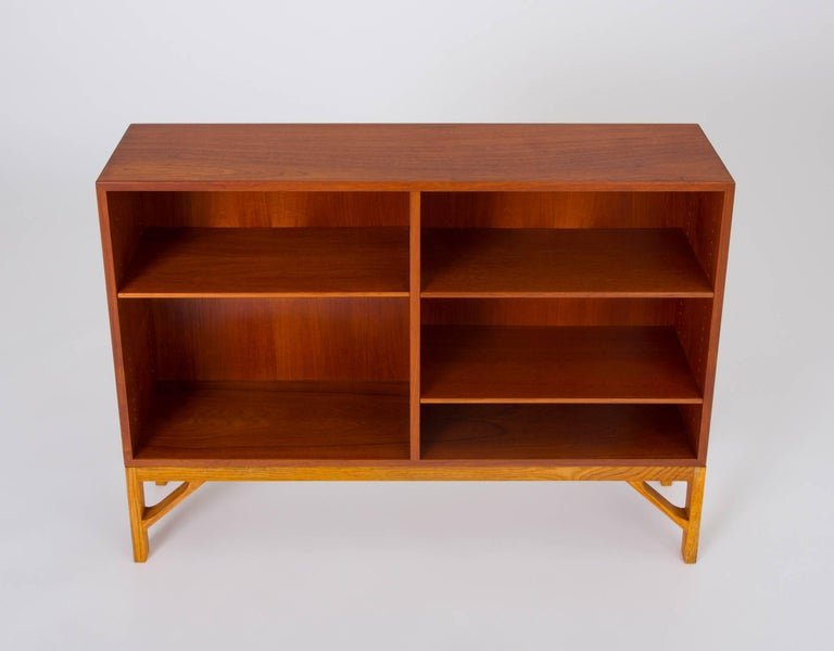 Danish Modern Bookcase in Teak and Oak by Børge Mogensen In Excellent Condition For Sale In Los Angeles, CA