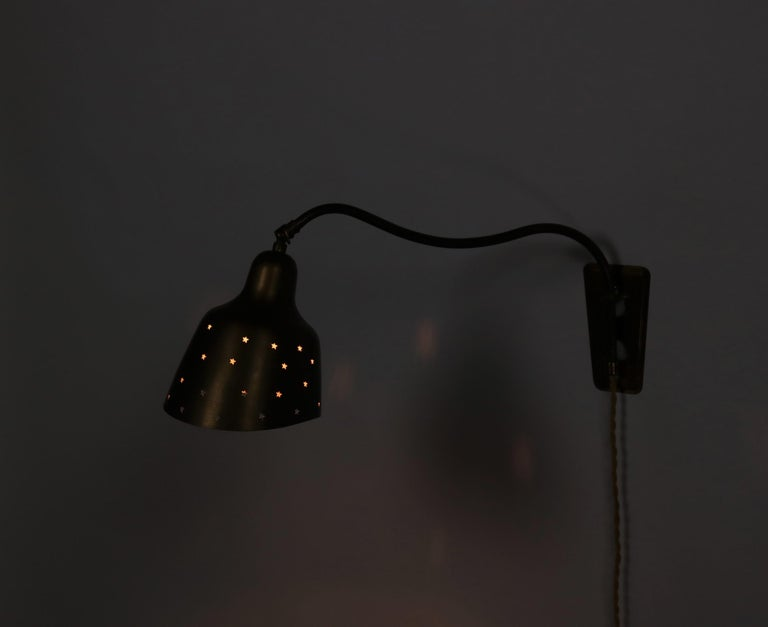 Danish Modern Brass Wall Lamp Made at Fog & Mørup Copenhagen, 1950s In Good Condition For Sale In Odense, DK