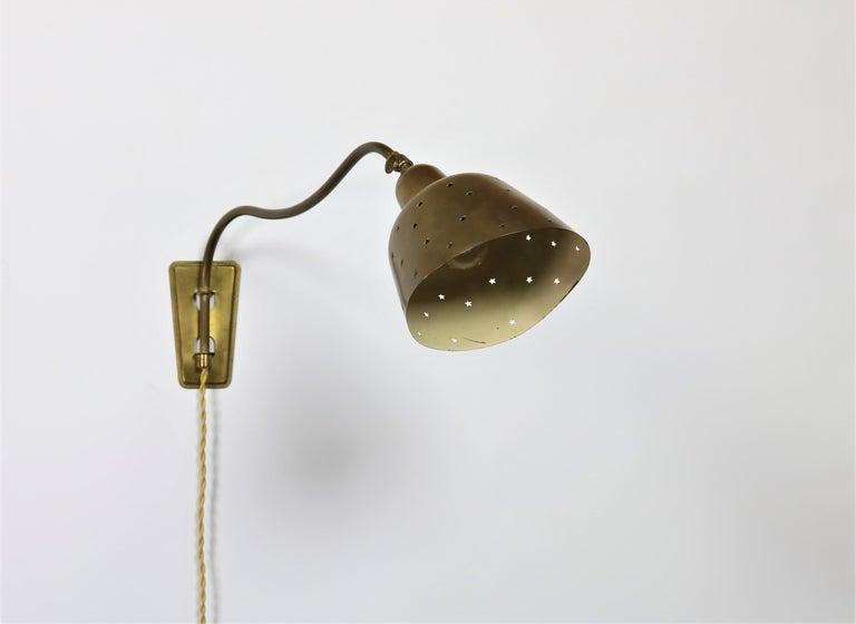 Mid-20th Century Danish Modern Brass Wall Lamp Made at Fog & Mørup Copenhagen, 1950s For Sale