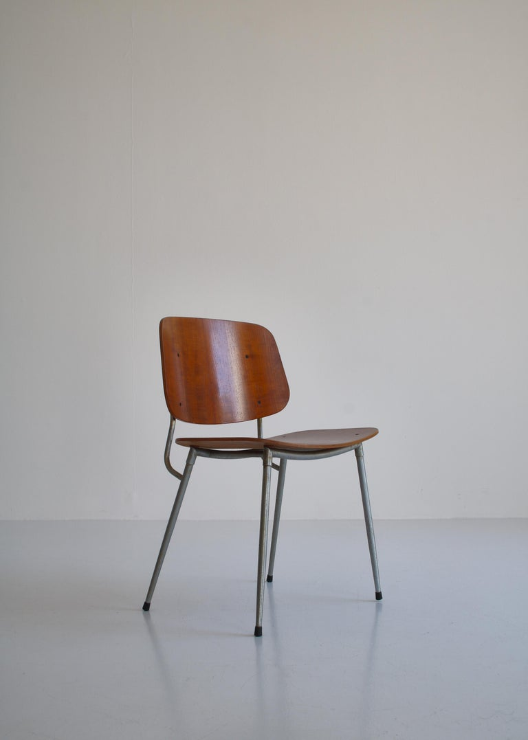 Danish Modern Børge Mogensen Dining Chairs in Steel and Plywood, 1953 For Sale 11