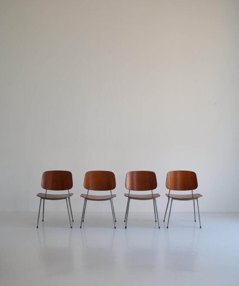 Rare set of 4 vintage dining chairs by Børge Mogensen. This brilliant design was produced in the early 1950s by Søborg Møbelfabrik, Denmark. It is made from molded teak plywood and a beautifully curved steel frame. The design is typical for