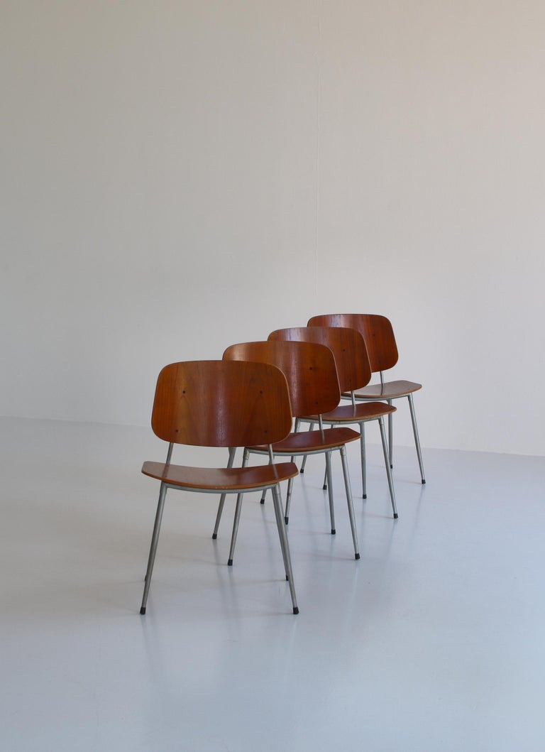 Danish Modern Børge Mogensen Dining Chairs in Steel and Plywood, 1953 In Good Condition For Sale In Odense, DK