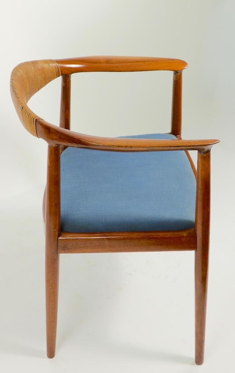 Classic Hans  Wegner Round Chair In Good Condition For Sale In New York, NY