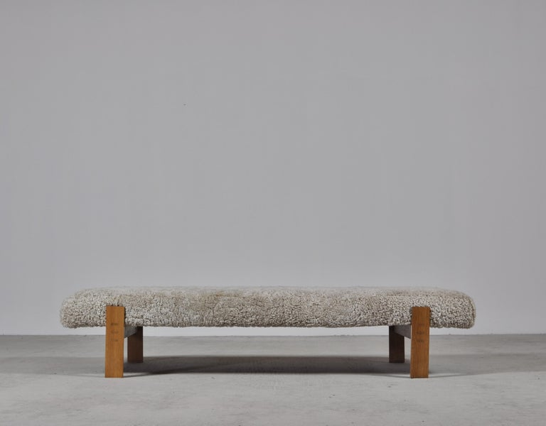 Danish Modern Daybed in Oak and Sheepskin by Eva & Nils Koppel in the 1960s In Good Condition For Sale In Odense, DK