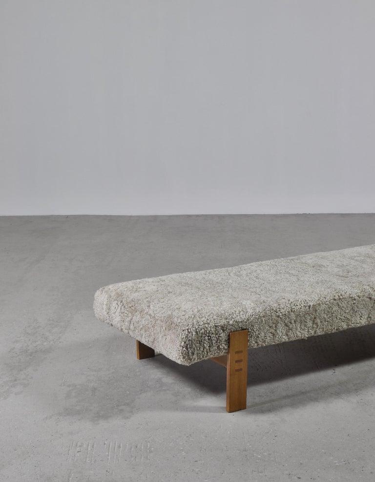 Danish Modern Daybed in Oak and Sheepskin by Eva & Nils Koppel in the 1960s For Sale 1