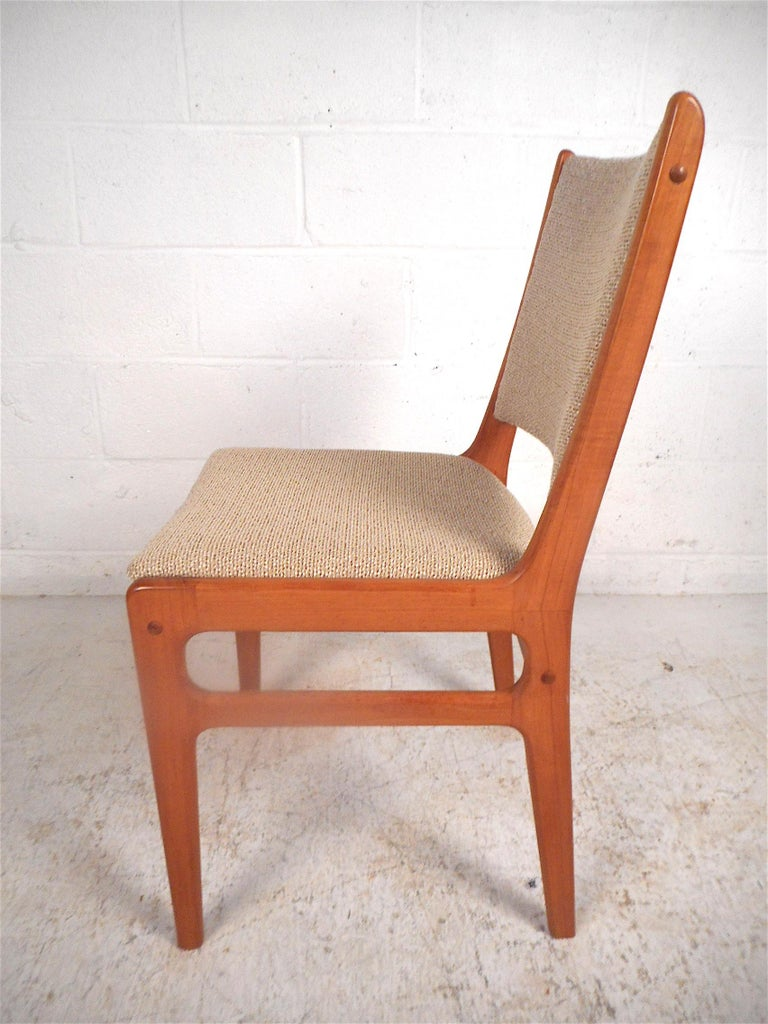 Danish Modern Dining Chairs, Set of 6 In Good Condition For Sale In Brooklyn, NY