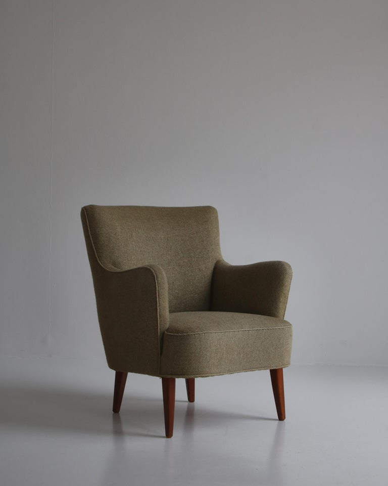 Scandinavian Modern Danish Modern Easy Chair in Beech & Wool Upholstery by Hvidt & Mølgaard, 1950s For Sale