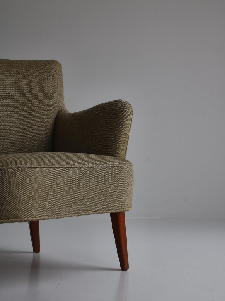 Danish Modern Easy Chair in Beech & Wool Upholstery by Hvidt & Mølgaard, 1950s In Good Condition For Sale In Odense, DK