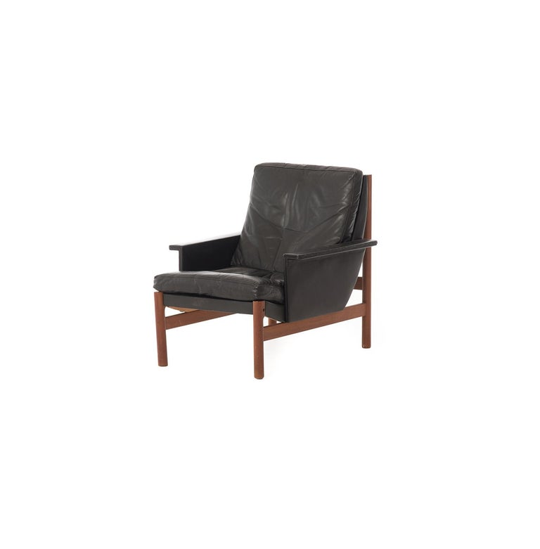 This original 1960s Danish modern lounge chair with a sweeping back angle has great lines and offers extreme comfort to boot. This might very well be your new favorite napping chair! Original black leather and springs in great condition, leather has