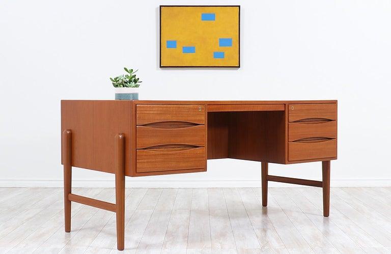 Mid-Century Modern Danish Modern Executive Teak Desk with Bookshelf For Sale