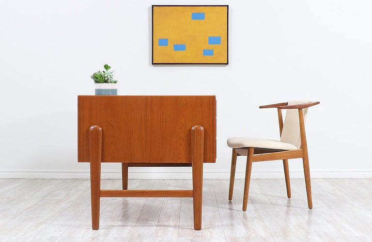 Danish Modern Executive Teak Desk with Bookshelf In Excellent Condition For Sale In Los Angeles, CA