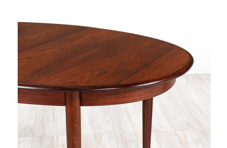 Danish Modern Expanding Rosewood Dining Table by Gudme Møbelfabrik For Sale 3