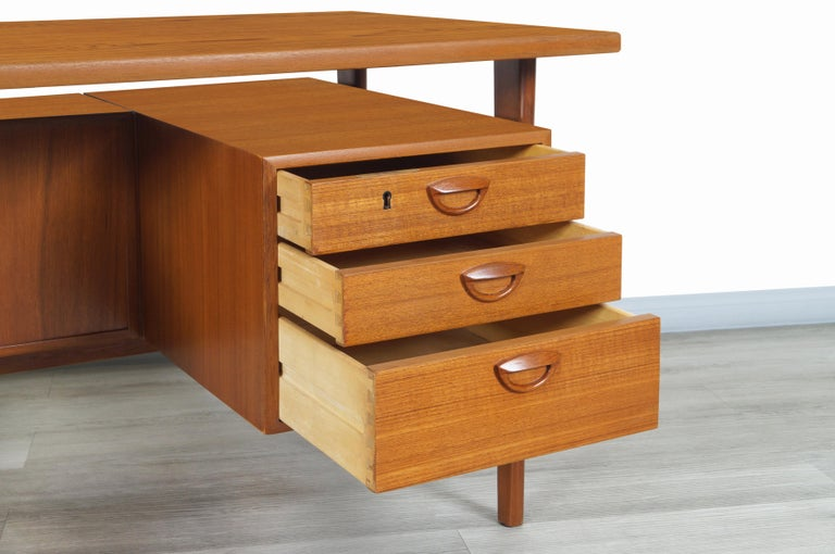 Danish Modern Floating Top Desk by Kai Kristiansen In Excellent Condition For Sale In Burbank, CA