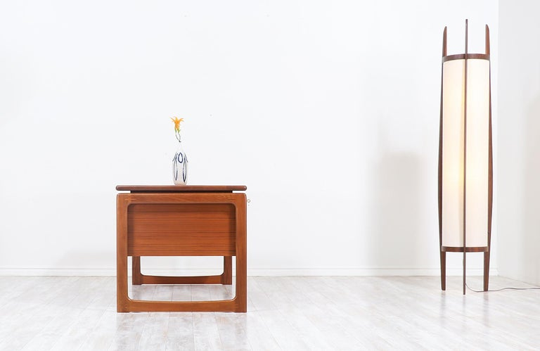 Danish Modern Floating-Top Teak Desk with Bookshelf by Dyrlund In Excellent Condition In Los Angeles, CA