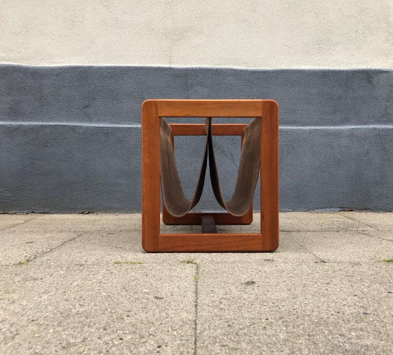 Danish Modern Leather and Teak Magazine Rack by Aksel Kjersgaard, 1960s In Good Condition For Sale In Esbjerg, DK