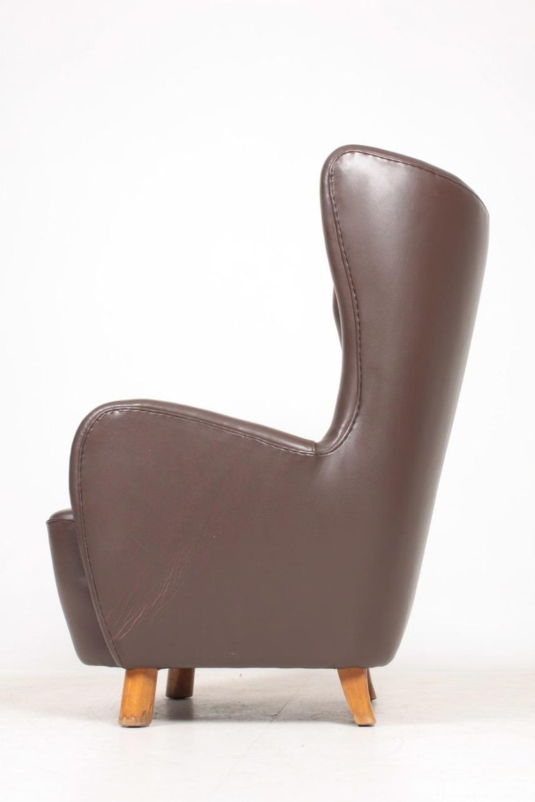 Mid-20th Century Danish Modern Lounge Chair in Patinated Saddle Brown Leather, 1940s For Sale