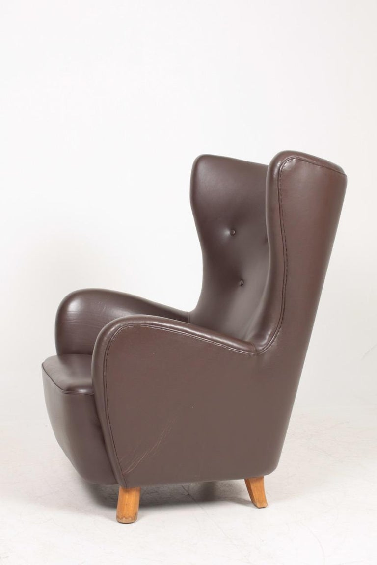 Danish Modern Lounge Chair in Patinated Saddle Brown Leather, 1940s For Sale 1