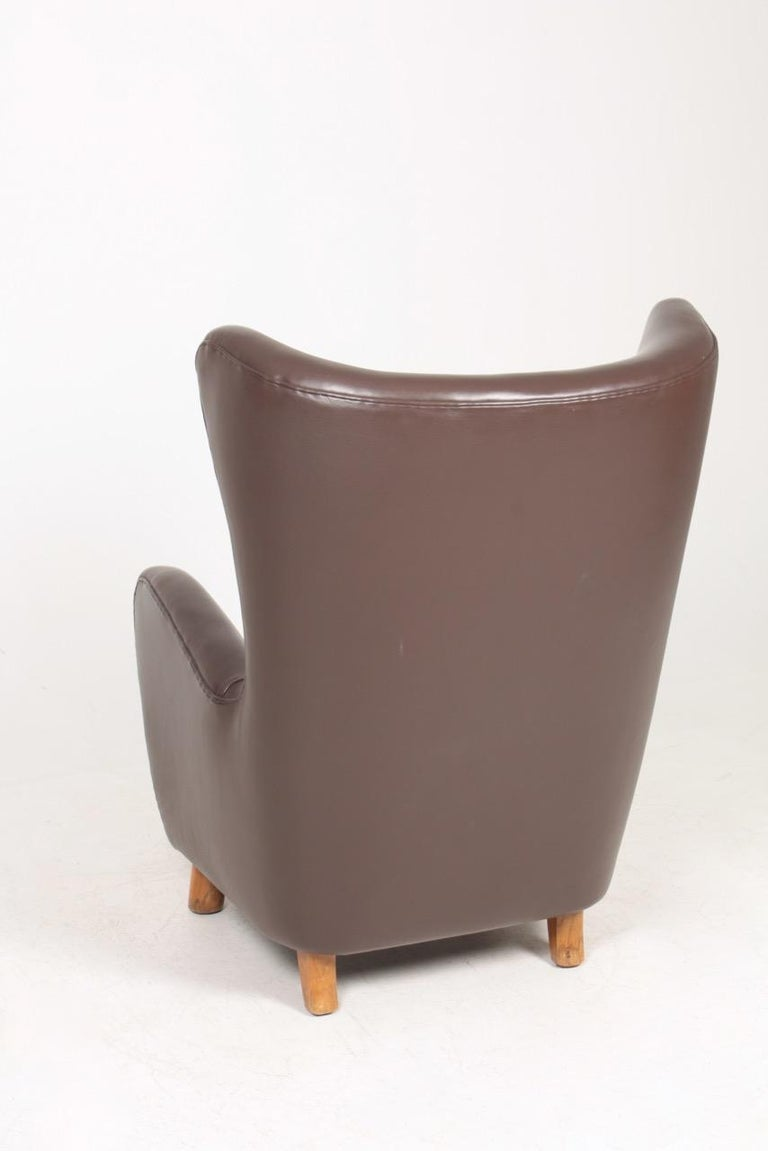 Danish Modern Lounge Chair in Patinated Saddle Brown Leather, 1940s For Sale 2