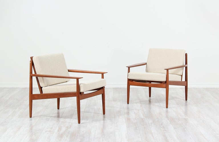 Danish Modern Lounge Chairs by Svend Åge Eriksen In Excellent Condition For Sale In Los Angeles, CA