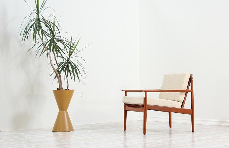 Danish Modern Lounge Chairs by Svend Åge Eriksen For Sale 1