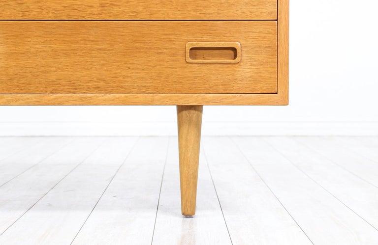 Danish Modern Oak Credenza by Carlo Jensen for Hundevad & Co. For Sale 5