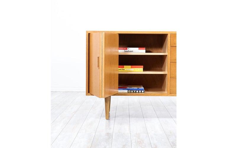 Danish Modern Oak Credenza by Carlo Jensen for Hundevad & Co. For Sale 2