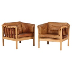 Danish Modern Pair of Easy Chairs Made of Oak and with Leather Cushions