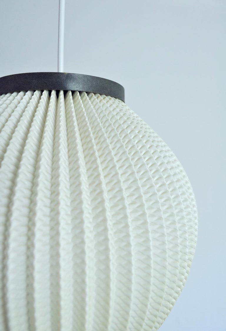Danish Modern Pleated Pendant by Hoyrup Light, 1960s In Good Condition For Sale In Vordingborg, DK