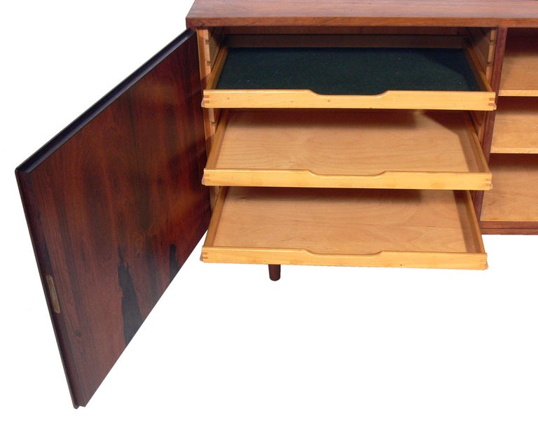 Danish Modern Rosewood Credenza by Poul Hundevad In Good Condition For Sale In Atlanta, GA