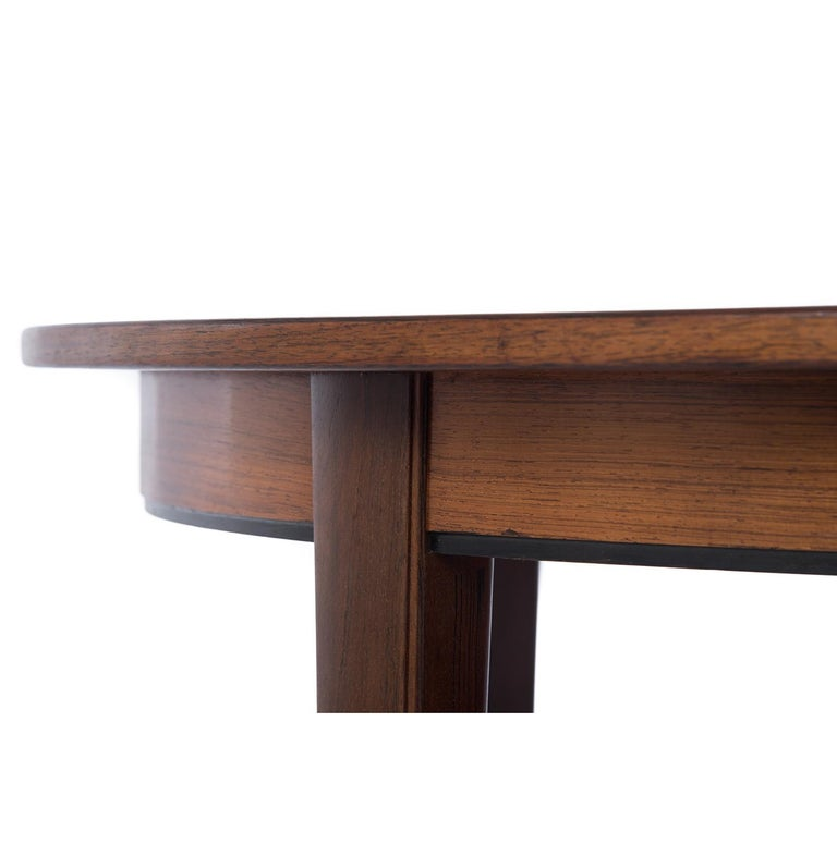 Danish Modern Rosewood Round to Oval Dining Table with Two Leaves 6